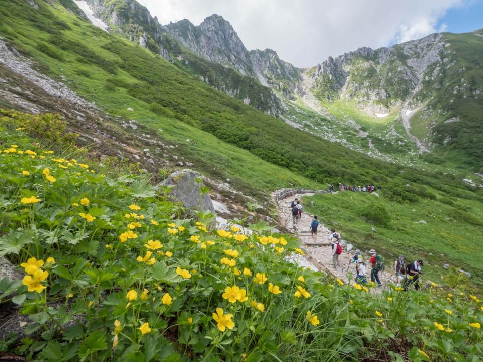 生態系サービス②ハイキングを楽しむ人々(中央アルプス)