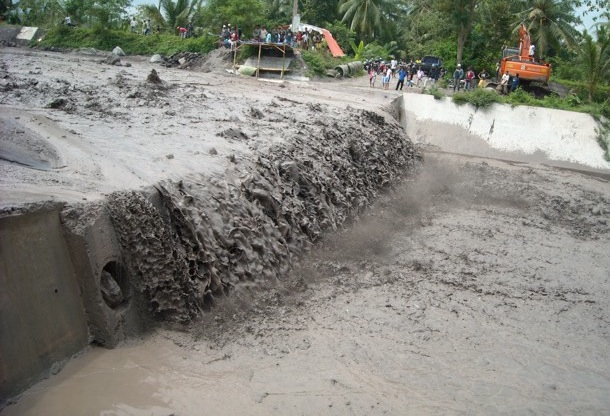 インドネシアの調査地で観測された土石流