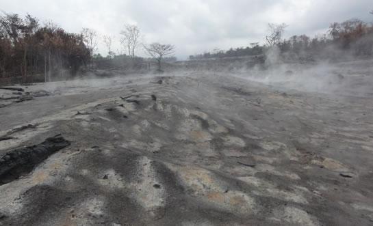 インドネシアメラピ火山で発生した火砕流の被災地の写真