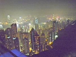 香港の夜景です。「ル レクチエ」と「新高」を香港のスーパーで試験販売してアンケート調査をしました。