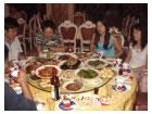 中国のおもてなし(料理の皿にまた料理!)日本の学生も完食できなかった