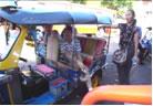 共同研究でタイの大学を訪問(市内の移動はトゥクトゥクで!)パスポートデビューの日本院生も満喫!
