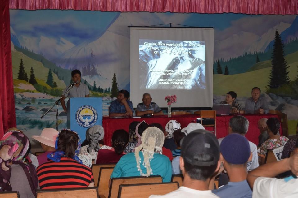 3,キルギスタンのジェル・ウイ村での氷河湖ワークショップの様子(2015年8月撮影)。